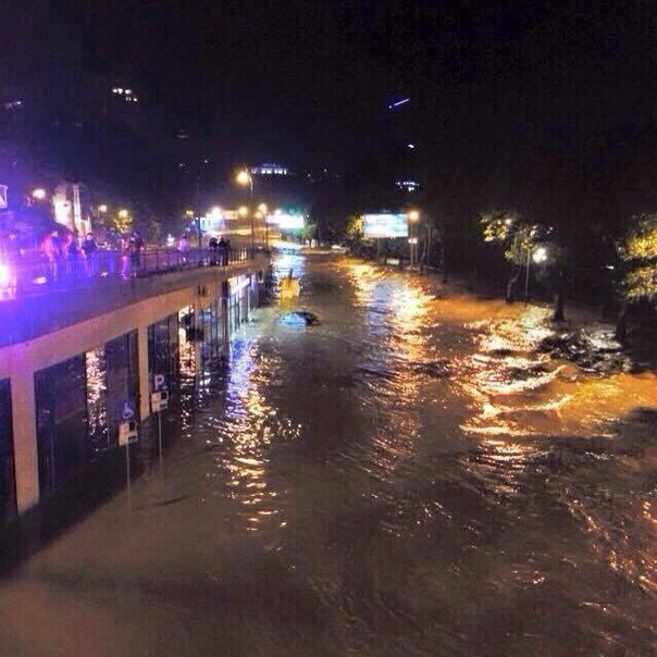 Ужасное наводнение в Тбилиси (ФОТО и ВИДЕО)