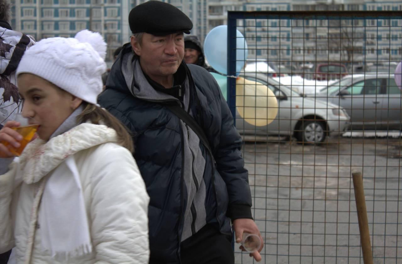 В Коньково прошел праздник бомжей и сосисок