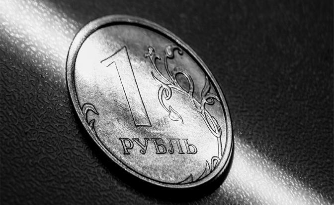 В мире вспыхнула валютная война. Рубль пока в засаде