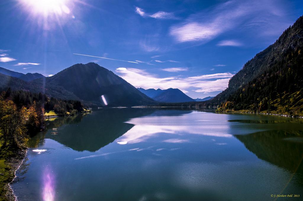Красота дикой и нетронутой природы - озеро Сильвенштайезее