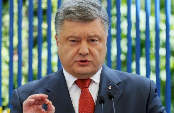 Не удержался: Порошенко анонсировал возвращение украинского флага в Донецк