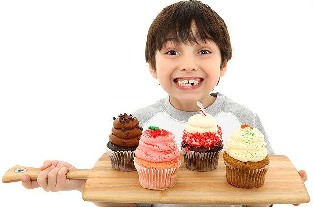 Шоколад можно, но без газировки. Почему ребёнка нельзя лишать сладкого