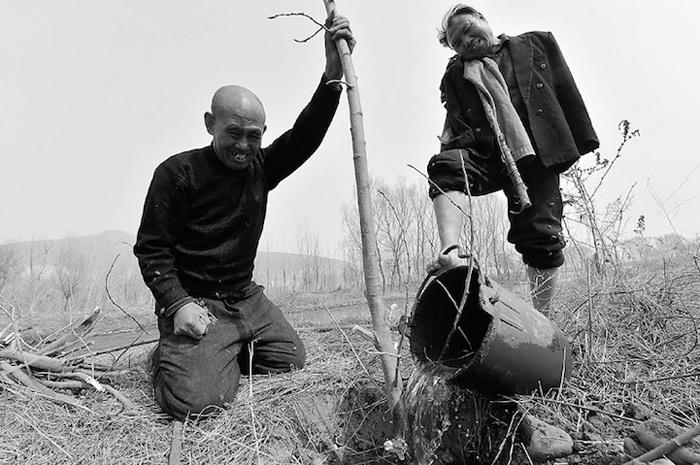 Было бы желание: Слепой и безрукий посадили более 10 000 деревьев