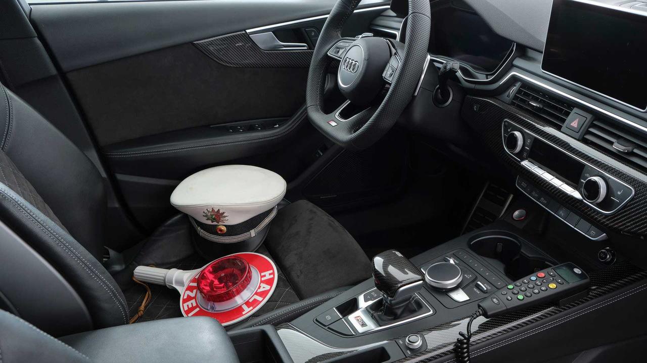Тюнеры из ABT превратили Audi RS4 Avant в очень быстрый полицейский автомобиль Марки и модели,полицейские автомобили,тюнинг