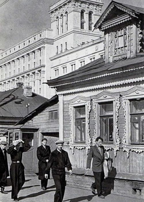 У станции метро Сокол.