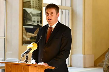 Критиковавшего «Спутник V» министра отправили в отставку