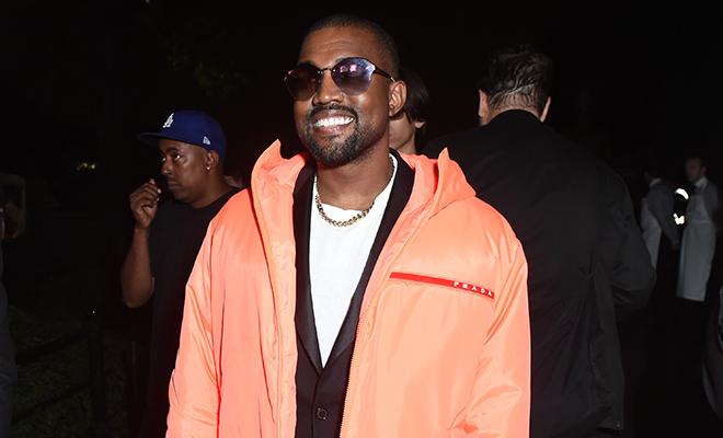 Выгодная сделка: Канье Уэст поменялся курткой с поклонником