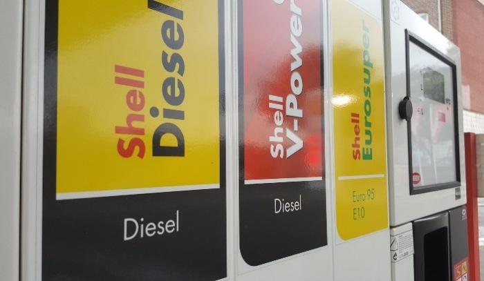 Сейчас на многих заправках продают фирменное топливо с улучшенными свойствами. | Фото: drive2.ru.