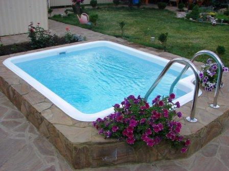 Композитный бассейн на даче