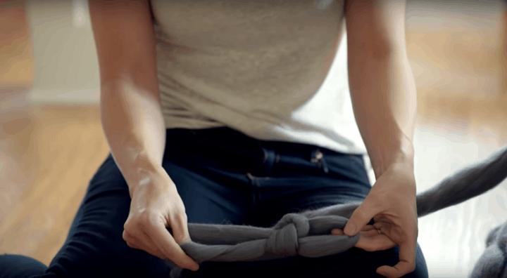 Уютный коврик в очень простой ручной технике