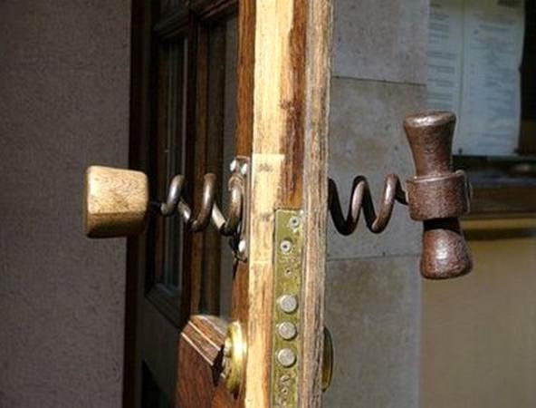 дверная ручка в виде штопора