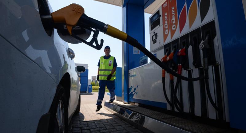 Заправки начнут штрафовать за недолив бензина