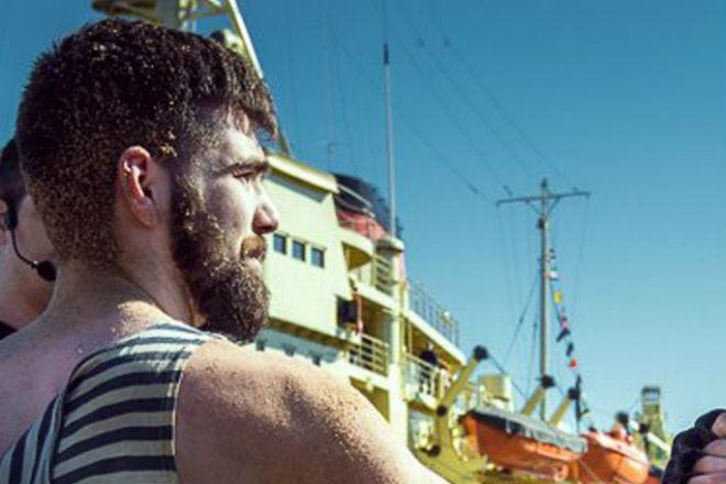 Реальный моряк вышел показать силу ММА-бойцу