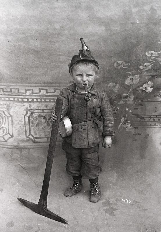 Малолетние работники в 1900-х годах на фото из архивов