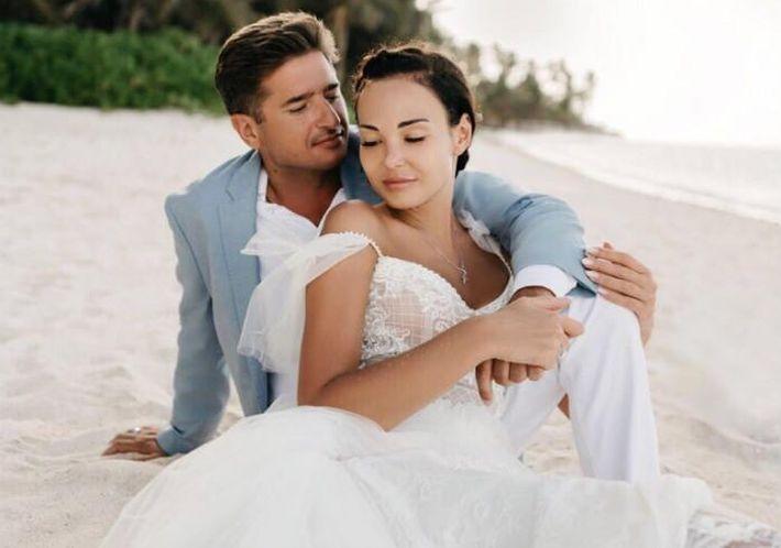 Иван Стебунов сыграл свадьбу на островах