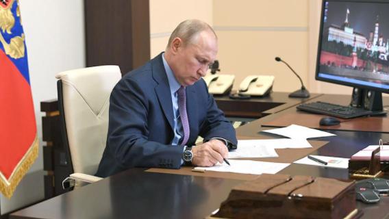 Путин «приложил руку» к очередной заморозке пенсионных накоплений россиян Общество