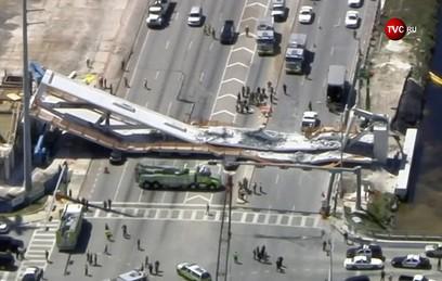 В Майами рухнул надземный пешеходный переход