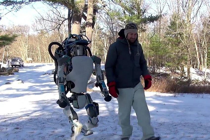 Google показал робота Atlas, поднимающегося на ноги после падения