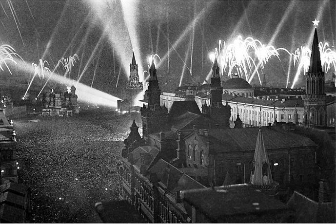 Почему Сталин в 1947 году отменил День Победы