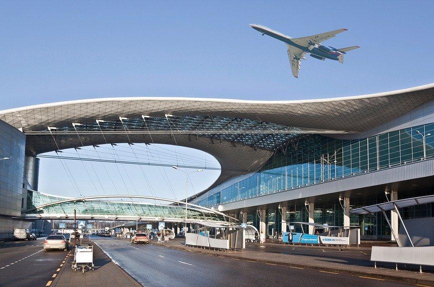 """У водителей массово """"разбирают"""" машины на стоянках в московских аэропортах: можно ли взыскать ущерб?"""