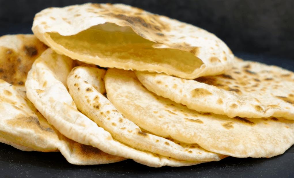 Достойная альтернатива хлеба: аппетитные лепешки с кармашками