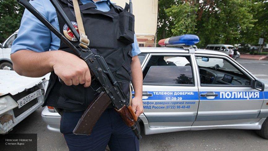 Утром в Мурманске в подъезде жилого дома нашли труп неизвестного