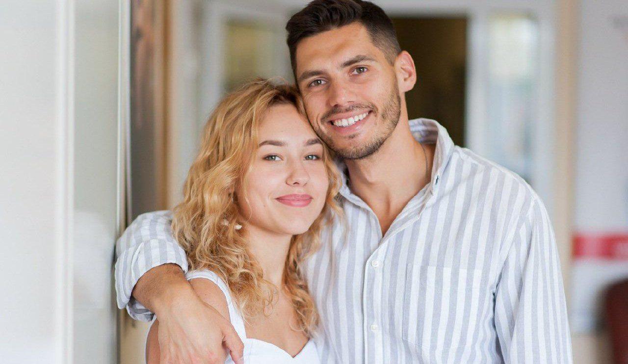 Экс-холостяк Никита Добрынин и Даша Квиткова ждут ребенка: первые беременные фото пары