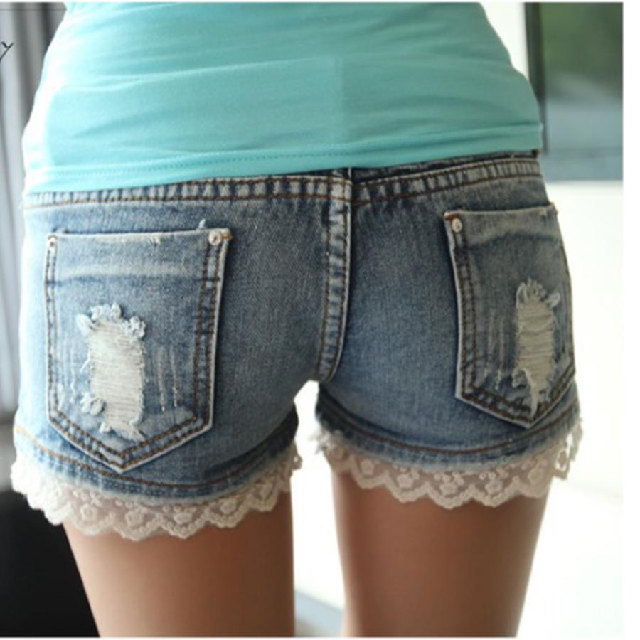 Украшение джинсовых шорт кружевами