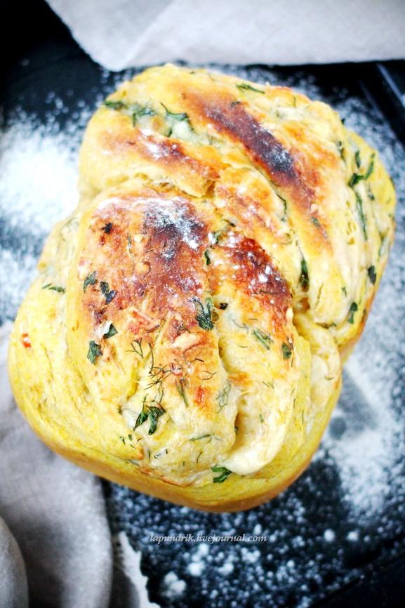 Хлеб тыквенный, с ароматными травами и сыром