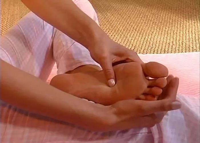 Если перед сном делать массаж ног, о болезнях можно будет забыть