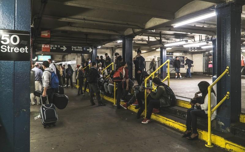 Нью-йоркское метро - это еще та помойка