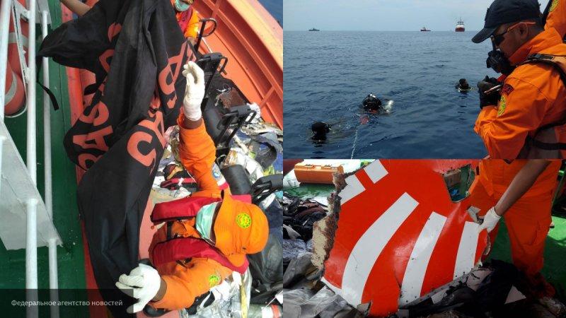 Спасатели нашли тело одного погибшего при крушении самолета у берегов Индонезии