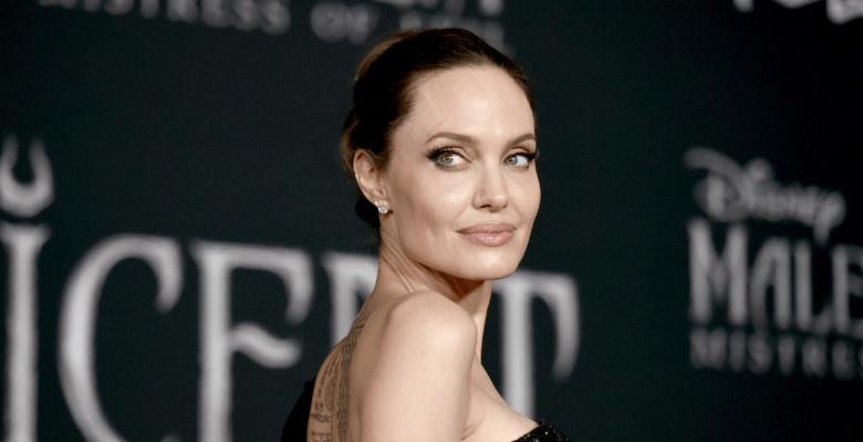 Анджелина Джоли продала за 1…