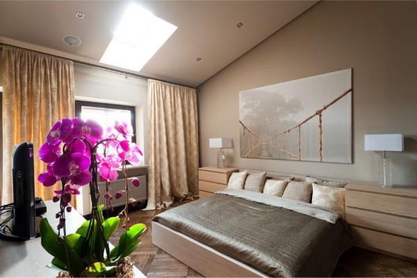 сиреневая орхидея в оформлении спальни