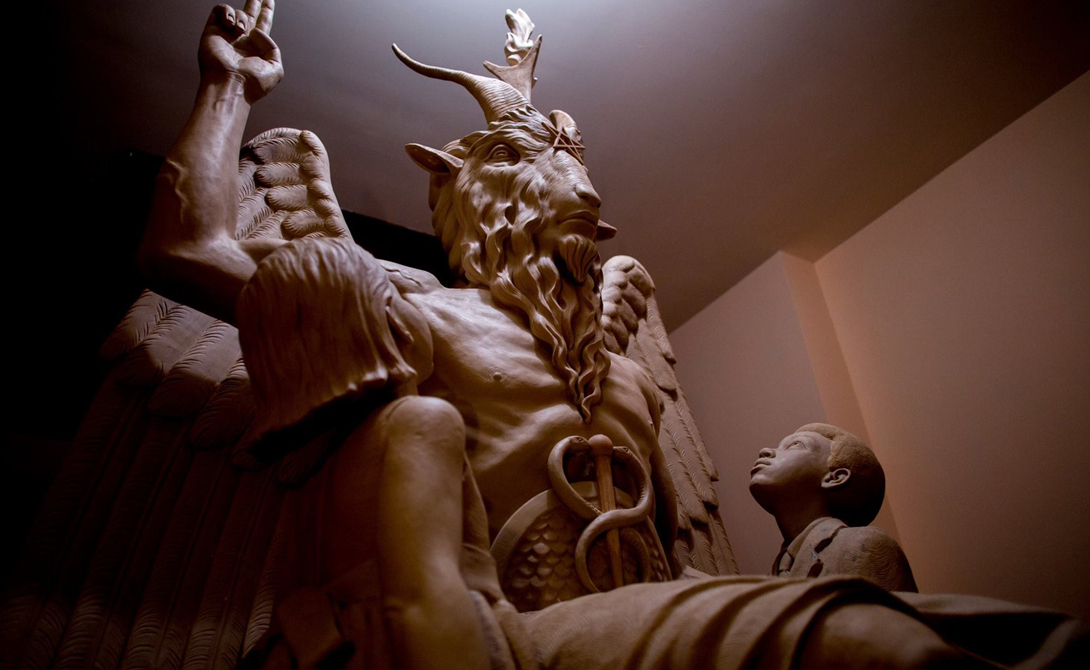 Некий трактат Encyclopedia Satanica описывает 16 основных сатанических группировок. Идеология — целая гамма фантастики, от гностической эзотерики до Ктулху.
