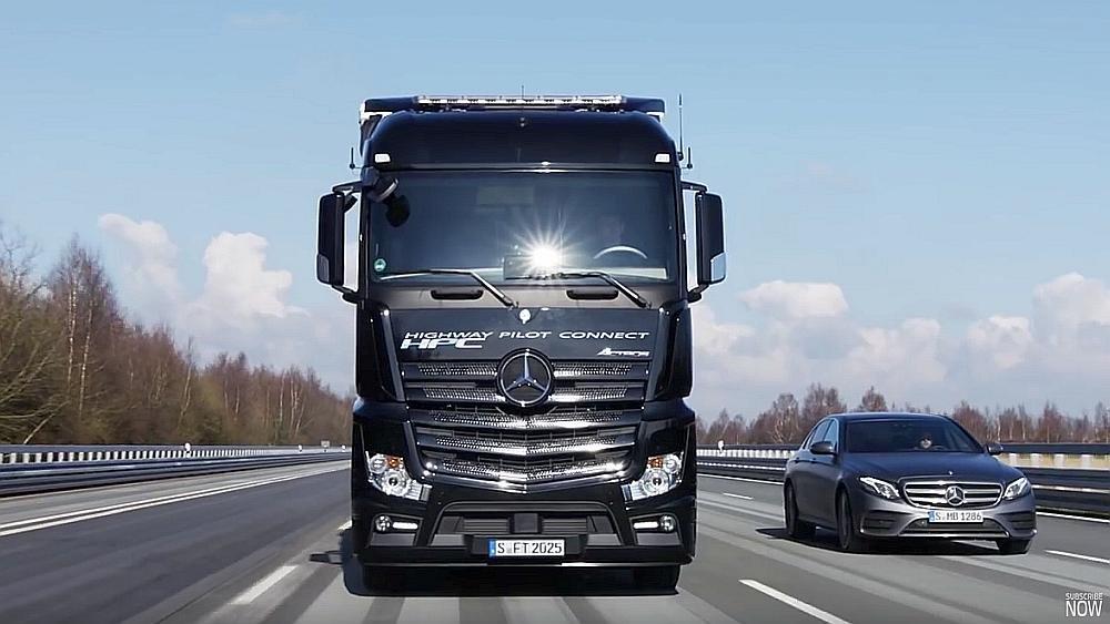 Колонну грузовиков-беспилотников испытали на автобане