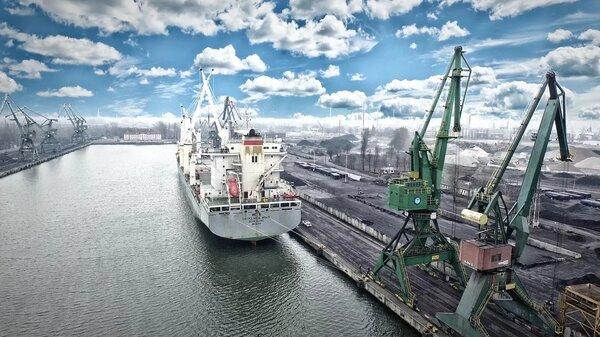 Россия начала использовать свои козыря и переходит на транзит собственных портов