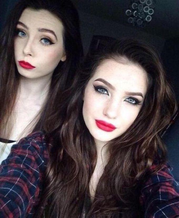 Две соблазнительные девушки с макияжем и без него. Как лучше?