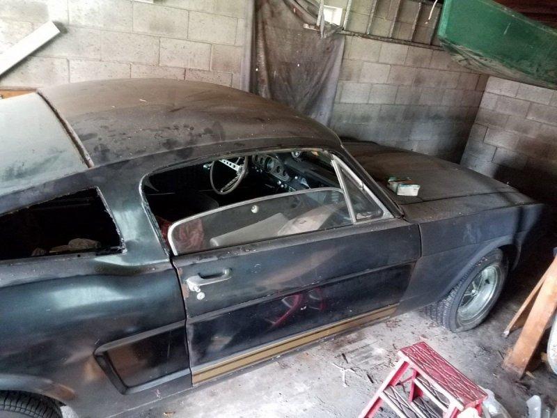 Из проката в забытье: уникальный Mustang нашли в сарае авто
