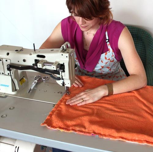 Как сшить удобный пляжный коврик из полотенец своими руками покрывало,сполотенце,шитье