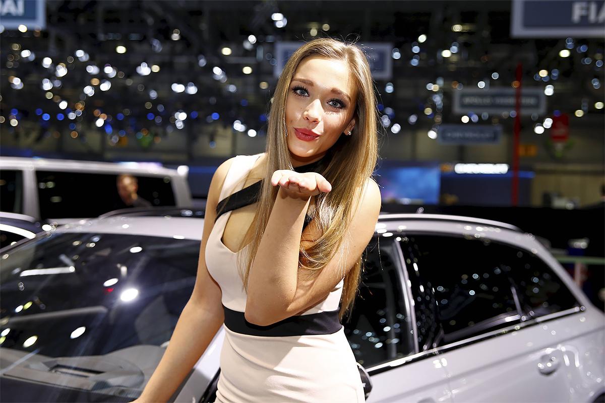 Самые сексуальные девушки автосалона