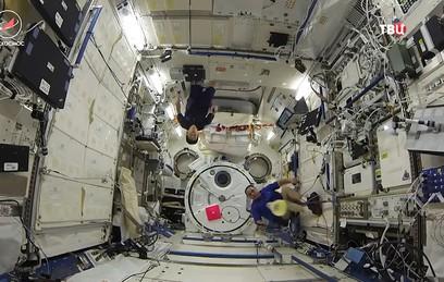 На МКС прошел первый космический турнир по бадминтону
