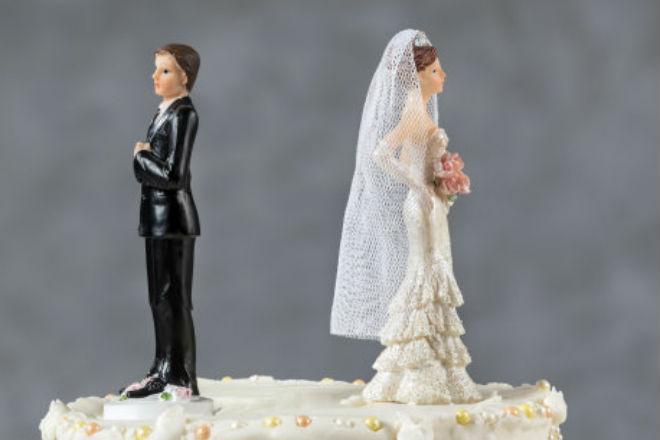 Обычная шутка стала причиной десятков разводов