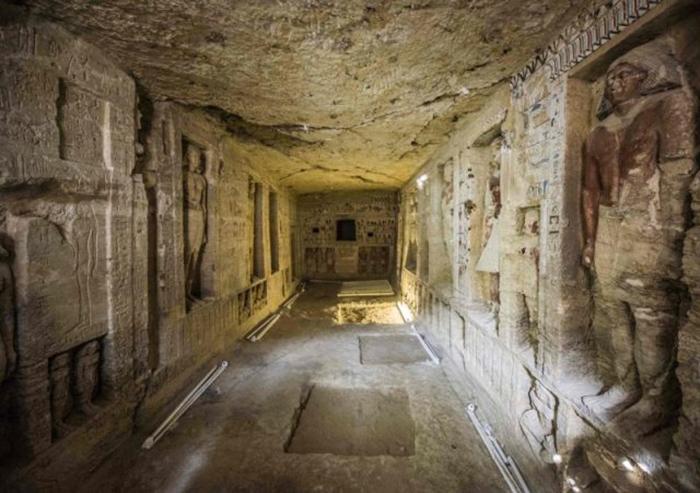 Общий вид обнаруженной гробницы. /Фото: Khaled Desouki/ AFP