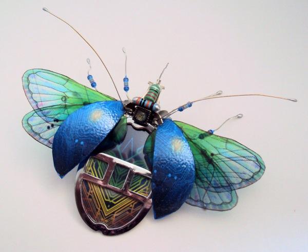 Ни за что не поверишь, из чего сделаны эти насекомые. У их создательницы талант!