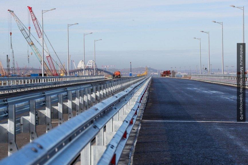 «Стройка века» мешает Украине: в Киеве «нашли» новую угрозу Керченскому мосту