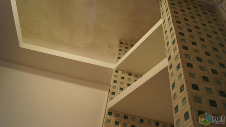 Ремонт ванной комнаты, маленький совмещенный санузел, полки в ванной