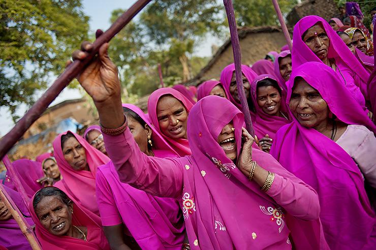 «Розовая банда» в Индии: женская группировка, которая борется за справедливость