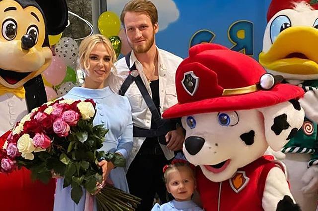 Объявившие о разводе Пелагея и Иван Телегин вместе отметили день рождения дочери