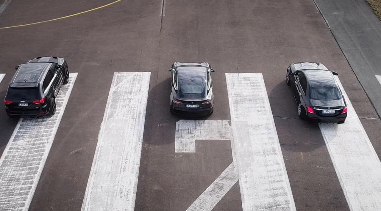 Model 3, E63 S AMG и Grand Cherokee SRT8 сравнили на трассе  E63 S AMG